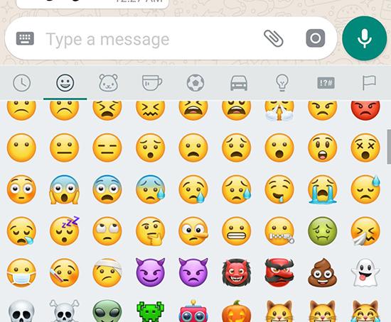 Как найти смайлики в Ватсапе на iPhone